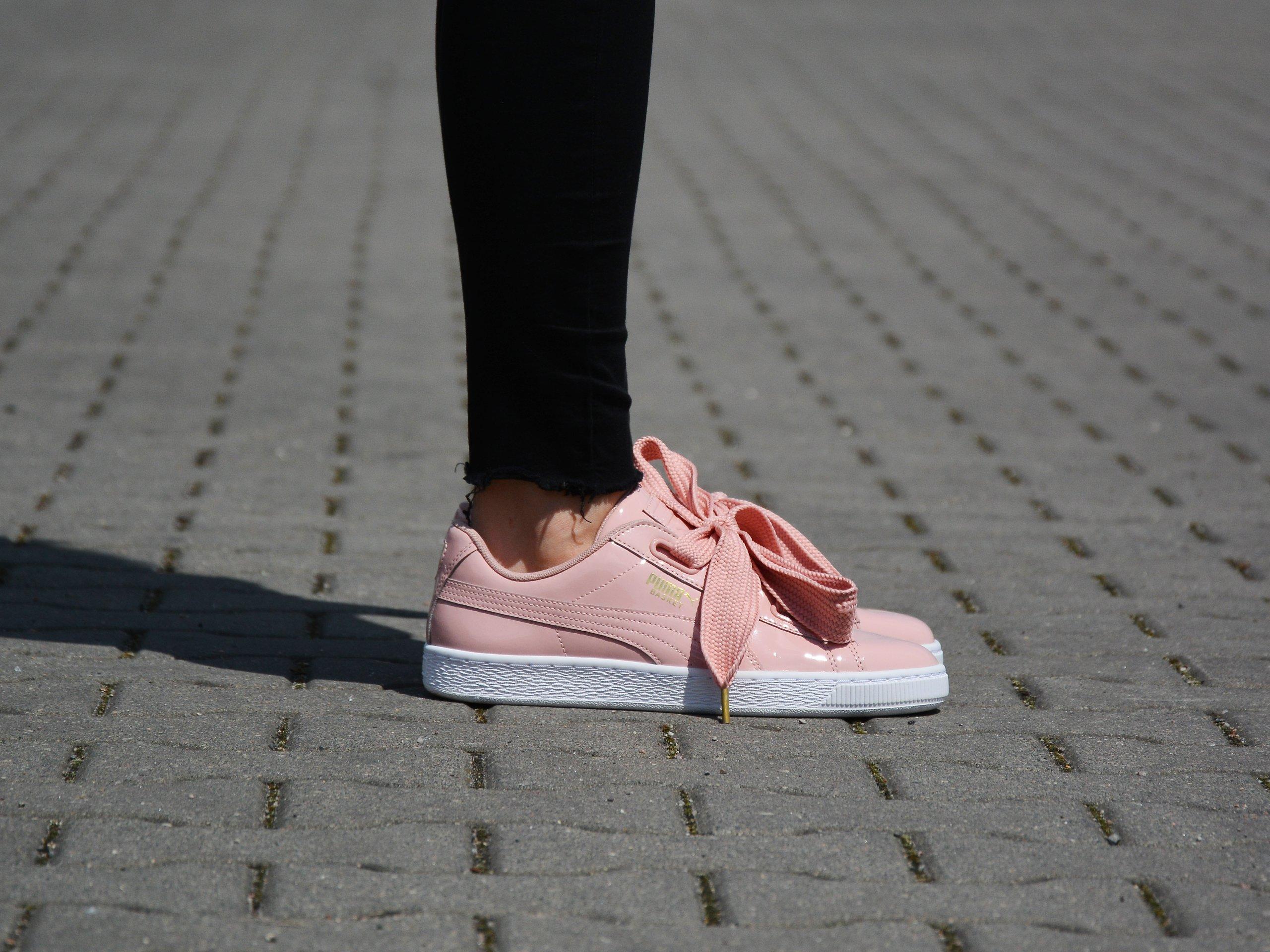 Circulo información Brisa  PUMA Suede Heart Reset (363229-01) Różowy   Womens \ Puma   Kicks Sport - a  trusted supplier of branded sports footwear