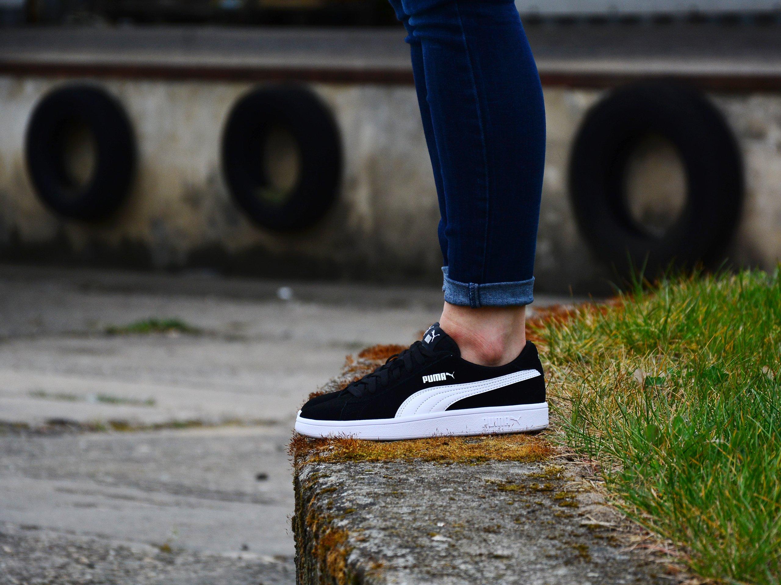 Puma - Smash v2 SD 365176-01 - Sneakers - Black / White   Womens ...