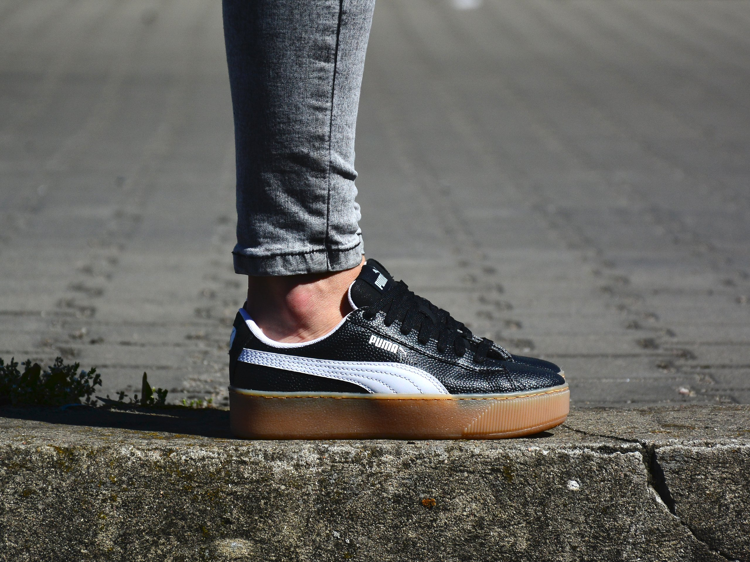 Puma - Vikky Platform VT 366805-02 - Sneakers - Black / White ...