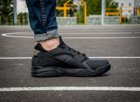 NIKE AIR FLIGHT HUARACHE LOW (819847-002)