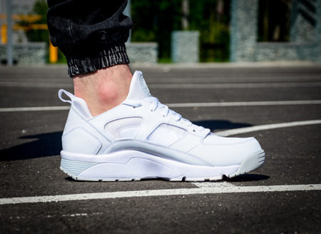 NIKE AIR TRAINER HUARACHE LOW (749447-110)